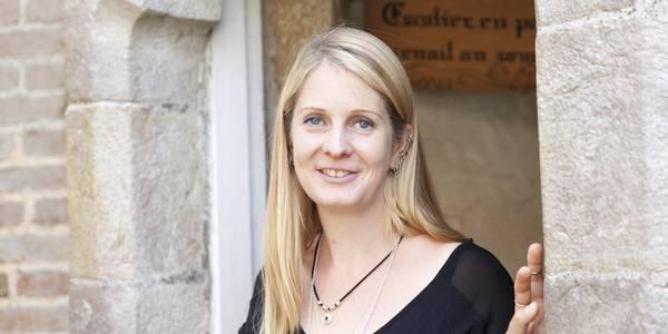 Portrait de Cécile, conteuse d'histoires & légendes