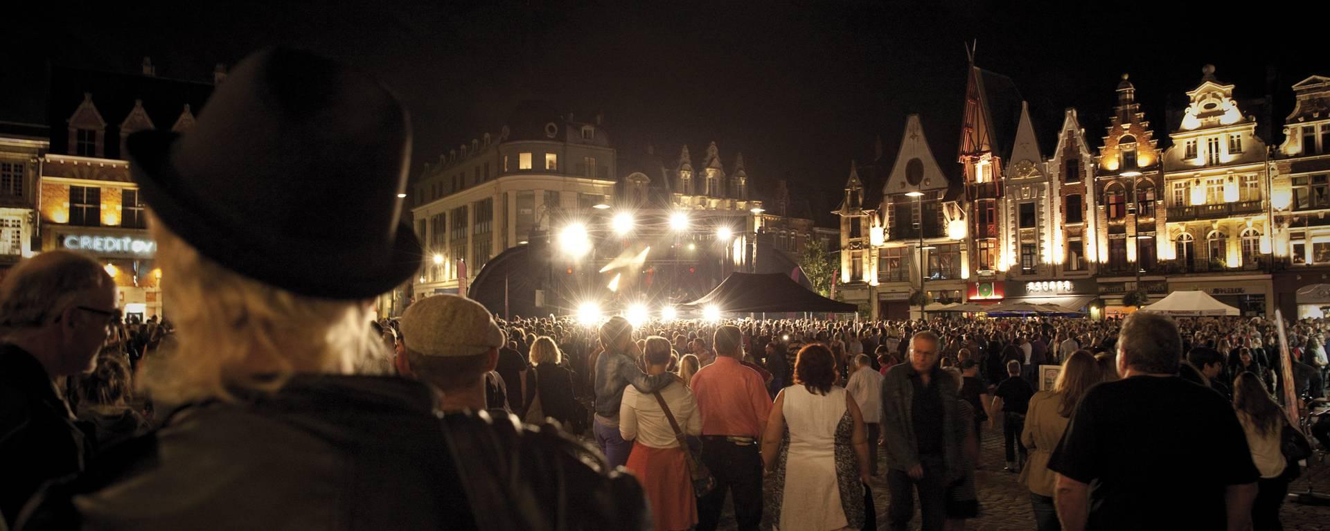 La Grand'Place de Béthune vit au rythme du Rock'N'Roll © Brigitte Baudesson