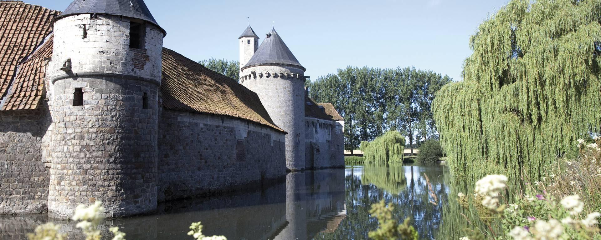 Autour des douves du Château d'Olhain - Fresnicourt-Le-Dolmen © Brigitte Baudesson