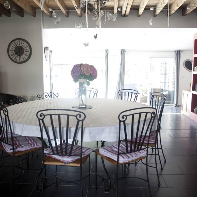 Une table grande comme leur coeur © Brigitte Baudesson