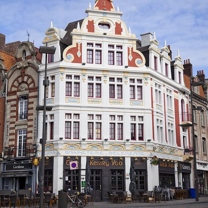 Les façades Art déco de la Grand'Place de Béthune © Brigitte Baudesson
